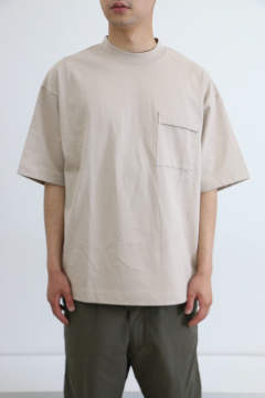 「即日発送可能!!」I INVERTED PLEATS POCKET T-SHIRT BEIGE